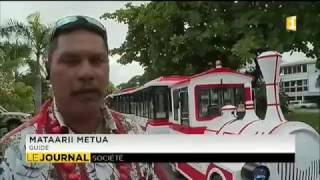 Un petit train touristique dans les rues de Papeete