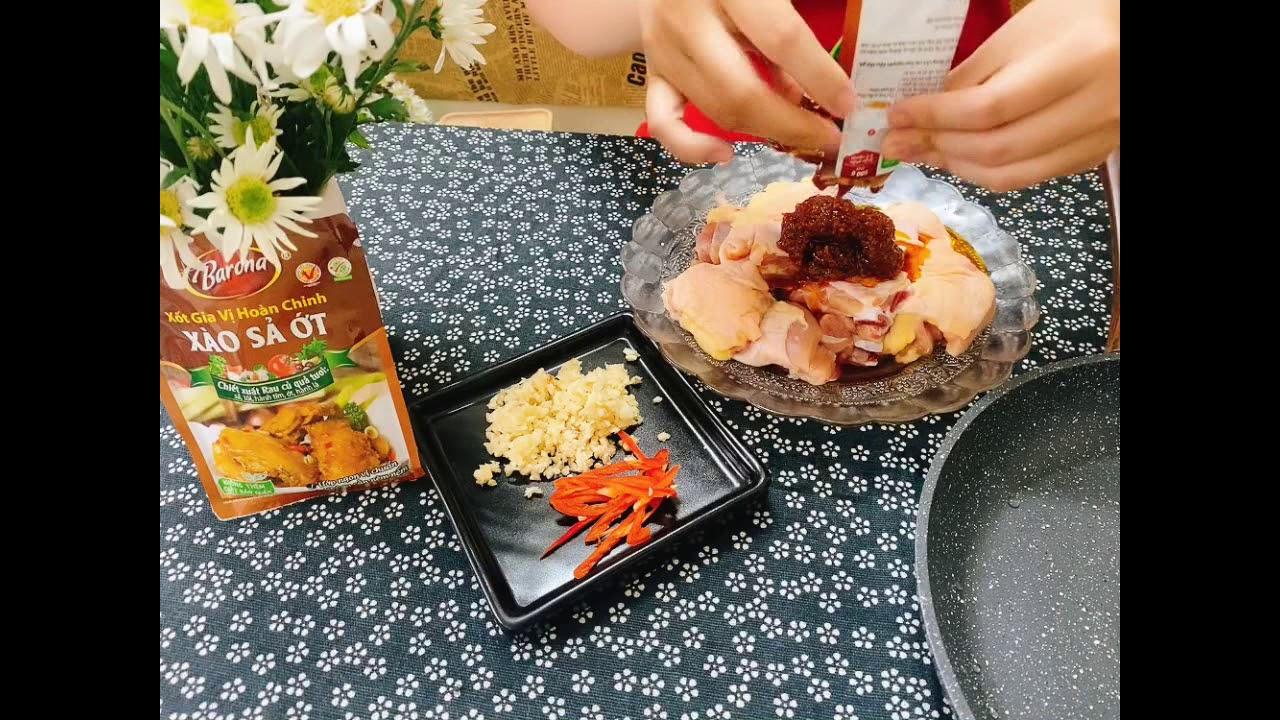 Cách nấu món gà xào sả ớt thơm ngon.#BếpmẹNa