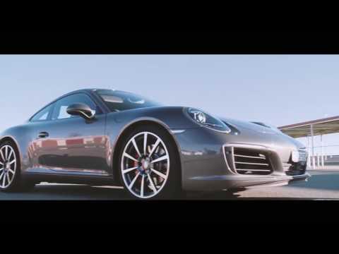 Torah Bright conduz um 911 GT3 com a Porsche Sport Driving School