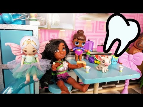 Moana Toddler Loses her TOOTH!  Tooth Fairy L.O.L. Surprise Maui Barbie Dollhouse