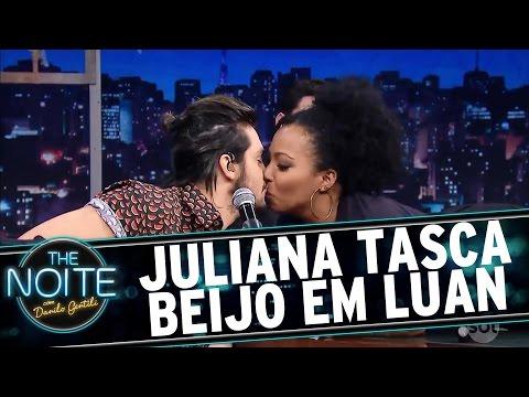 Juliana tasca beijo em Luan Santana | The Noite (30/11/16)