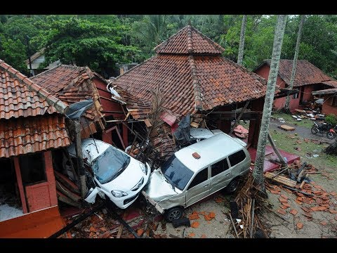 Tsunami leaves hundreds dead in Indonesia
