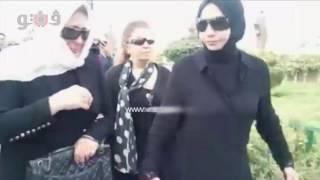 فيديو وصور سهير رمزي تدخل في نوبة بكاء في جنازة محمود عبد العزيز