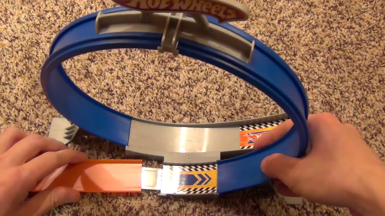 hot wheels loop jump stunt track set with gravity clamp. Black Bedroom Furniture Sets. Home Design Ideas