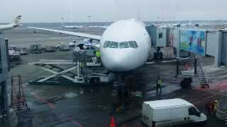 Погрузка богажа в самолет(, 2014-03-11T05:25:55.000Z)