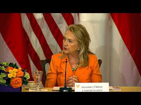 Secretary Clinton Hosts the U.S.-Indonesian Joint Commission Meeting