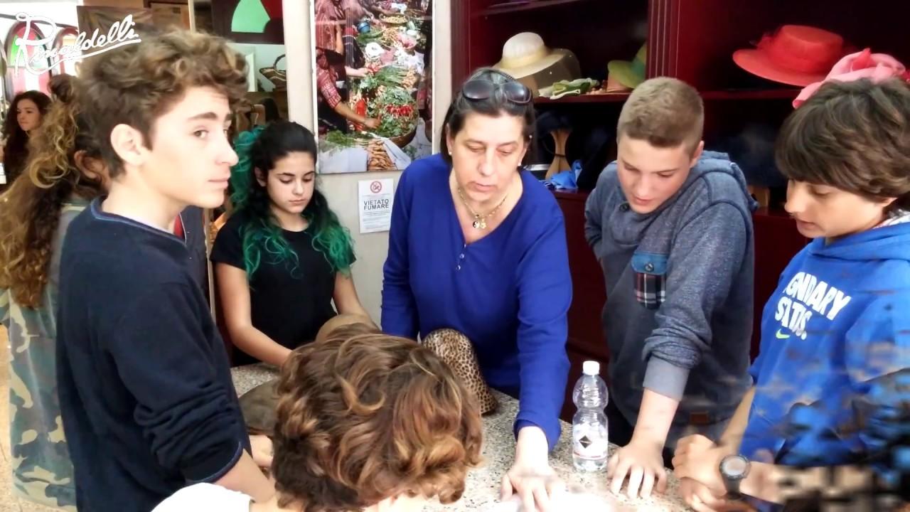 """Gli studenti della Scuola Media """"Fattori"""" di Rosignano incontrano la modisteria di Rinaldelli"""