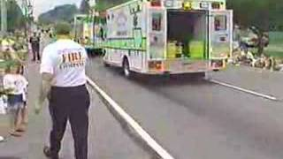 newtown square fire co in fourth of july parade 2001