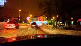 Саратовский экстрим, или на снегоходе по дороге. (без цензуры)(Двое на снегокате, который тросом прицеплен к автомобилю едут по дороге общего пользования., 2016-02-23T02:26:58.000Z)