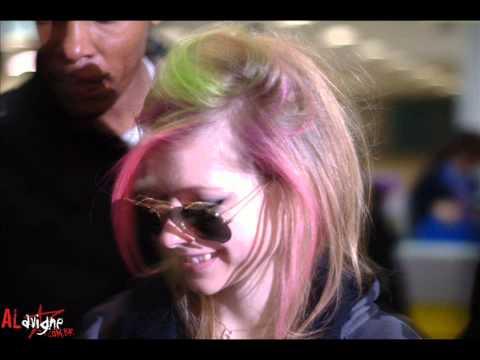 Avril Lavigne - Goodbye Lullaby Black Star e Smile music vid