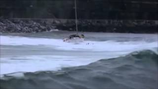 Yacht capsized by breaking wave