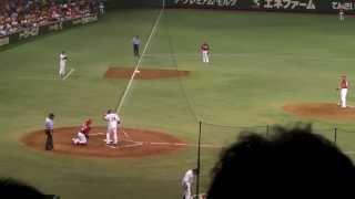 2012/08/17 vs. 広島戦 高橋由伸選手の300号ホームランです。 ブレが酷...