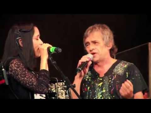 Los autenticos decadentes ft. Julieta Venegas - No me importa el dinero (video oficial) 1080 HD