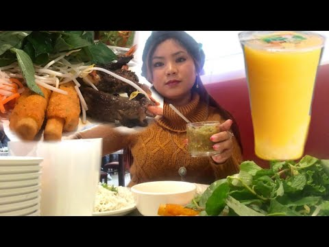 Ra Tiệm Ăn Chạo Tôm Thịt Bò cuộn Tôm nướng và bubble tea Xoài cùng Marry Phan Toronto