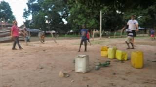 asustando a los chicos de Gambia