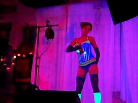 Roxy Red Rocket - Beggar's Carnivale