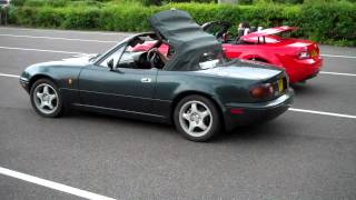 The great Mazda MX-5 roof race | Parkers