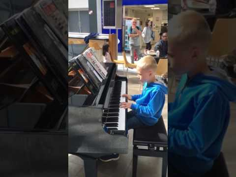 Amazing Airport Pianist- Harrison Aged 10 Plays Ludovico Einaudi Cover I Giorni