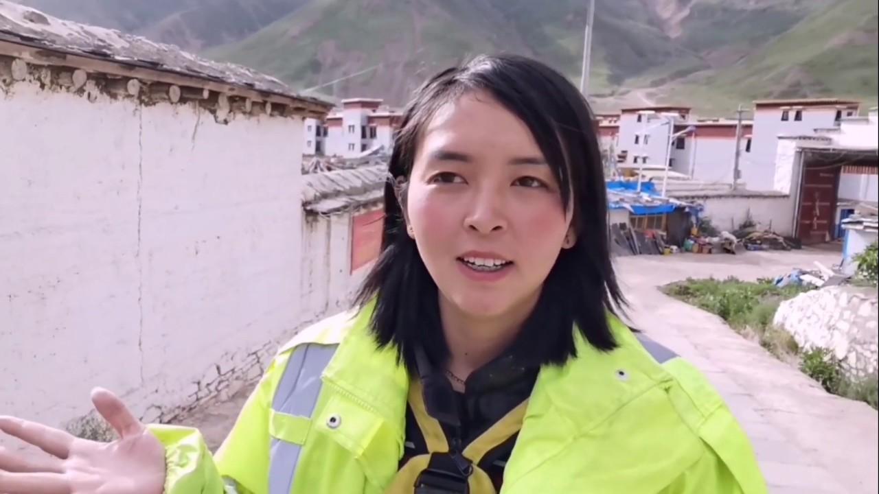 (153)西藏索县有个小布达拉宫,妹子独自上去参观,这厕所给我乐坏了