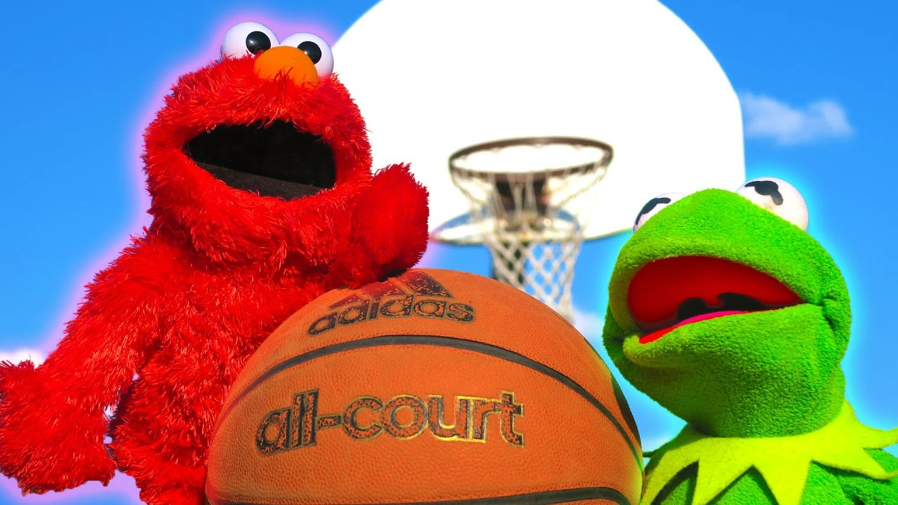 Kermit the Frog and Elmo 1v1 in Basketball! - YouTube