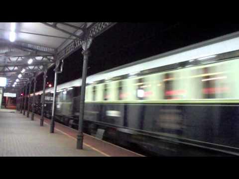 Orient Express  Wenecja-Kraków-Drezno-Paryż na stacji w Oławie 17.07.2011 23:45