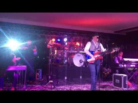 Robert Mizzel performing live Monday 7th August 2017