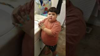 Video de Risa Nio brinca del susto. Deja de hacer travesuras