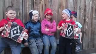 Дети круто играют на гармошке (=