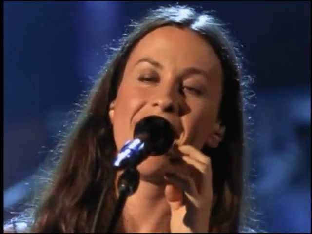 alanis-morissette-thank-you-live-bruno-antunes