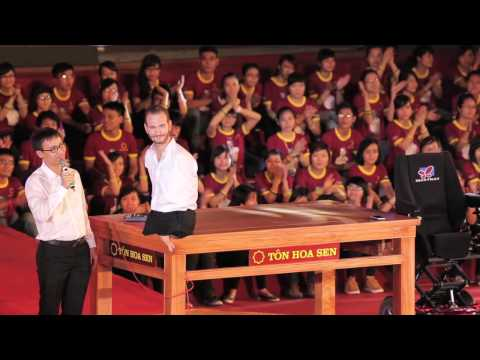 Nick Vujicic World Outreach: Vietnam Talk
