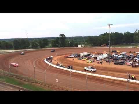 At East Alabama Motor Speedway, Racing is a Family Tradition