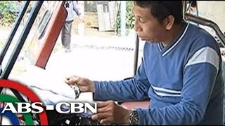TV Patrol: Tricycle driver na may libro sa manibela