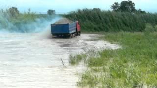 затопленный песчаный карьер в Дагестане, село Первомайское))) камаз