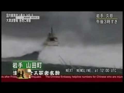 HUGE , GIANT!!!!!!! Tsunami eats 4 boats in Tokyo