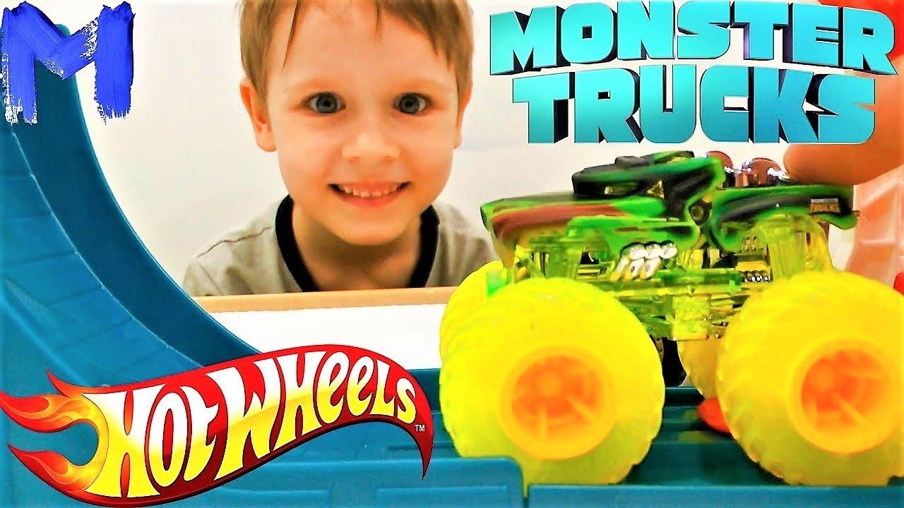 Видео про машинки для детей. Распаковка машинок Монстр Трак. Игрушки ХотВилс