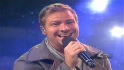 Backstreet Boys - It's Christmas Time Again (Live at The Grove Tree Lighting)
