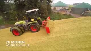 "Maishäckseln 2015 - Claas Xerion 3800 Trac VC   ""Hundegang""  Silo fahren"