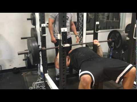 Super Bowl Champ Louis Vasquez Benches 315 + 80lbs. Chain + Bands