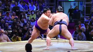 M1 Takakeisho (1-2) who is 21 years old and made his makuuchi debut...