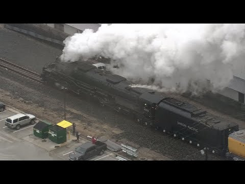 "Raw video: Union Pacific ""Big Boy"" steam locomotive departs Houston with ""Bush 41"" locomotive"