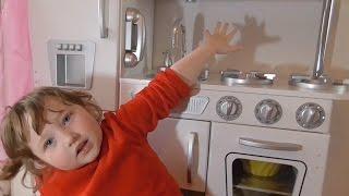 Детская кухня от KidKraft Retro Kitchen(Детская игровая кухня от KidKraft Retro Kitchen Немного информации о кухне: Вес: 22,6 Размеры: 83 x 29 x 90 см Для детеи от..., 2015-05-06T08:44:38.000Z)