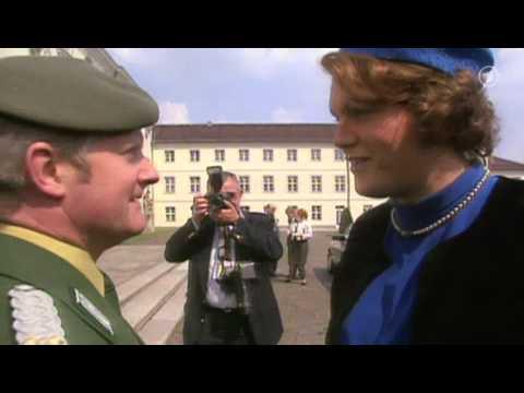 Hape Kerkeling als Königin Beatrix - HQ