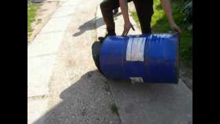 How to open the barrel by use axe and hammer(, 2012-07-12T17:05:17.000Z)
