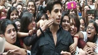 Siddharth Malhotra MOBBED & ATTACKED by female fans