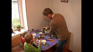Курская многодетная семья отмечает новоселье