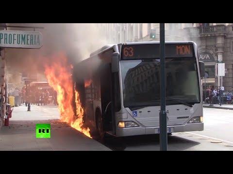 В центре Рима загорелся пассажирский автобус