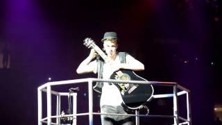 Justin Bieber sings Heartbreaker live