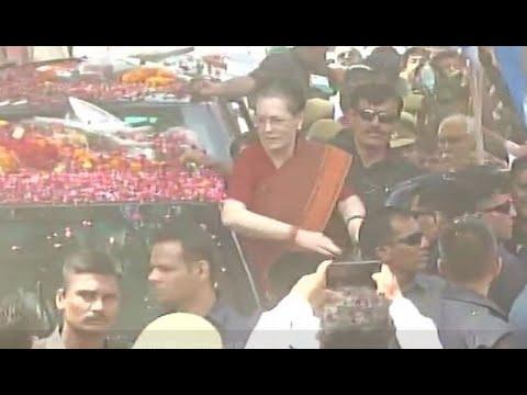 Lok Sabha Elections 2019: Sonia Gandhi holds road show in Rae Bareli