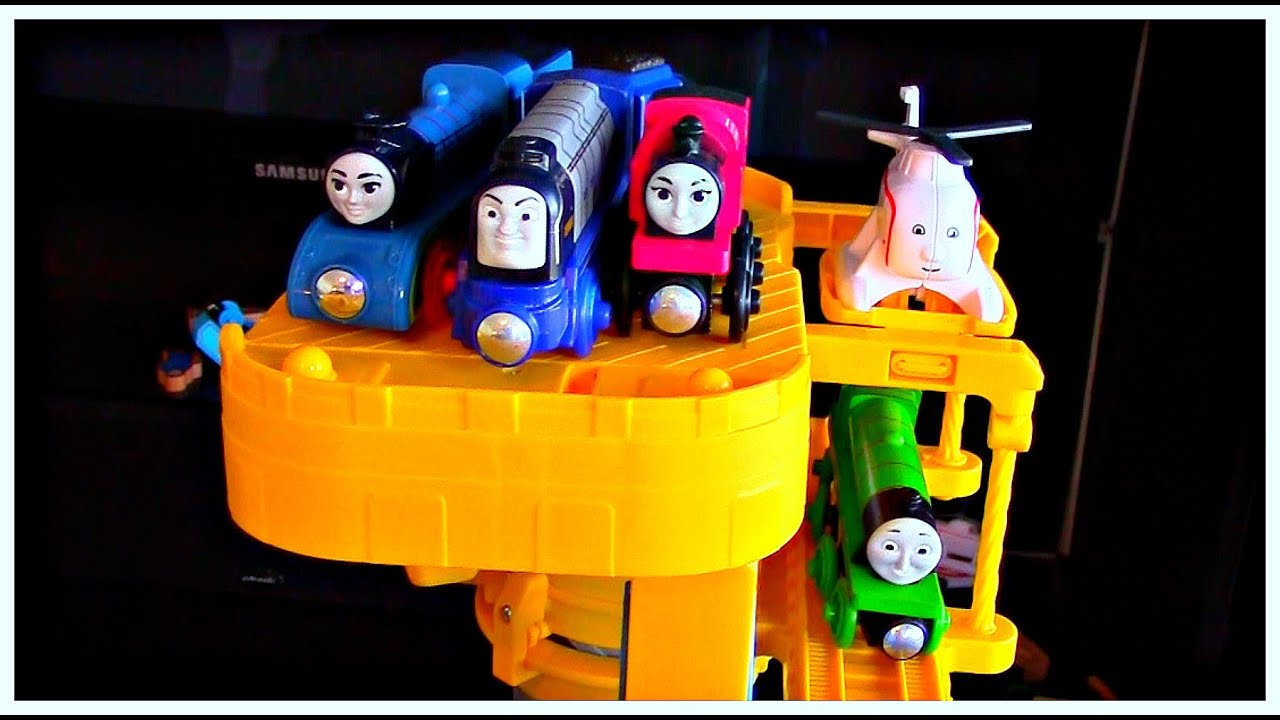 Thomas & Friends The Great Race Trackmaster Sky High Bridge Jump with Ashima, Vinnie and Frieda!