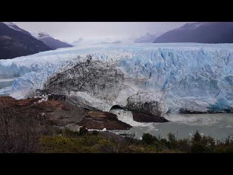 Perito Moreno's new tunnel - ice blocks falling!!